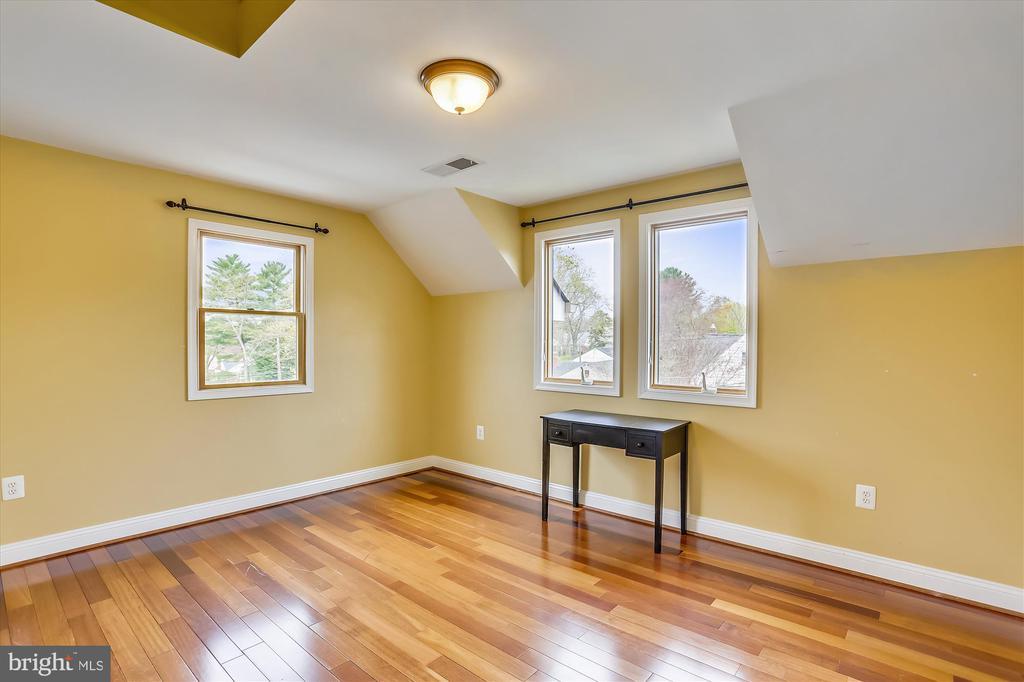 Upper Level Bedroom #3 - 4914 BANGOR DR, KENSINGTON