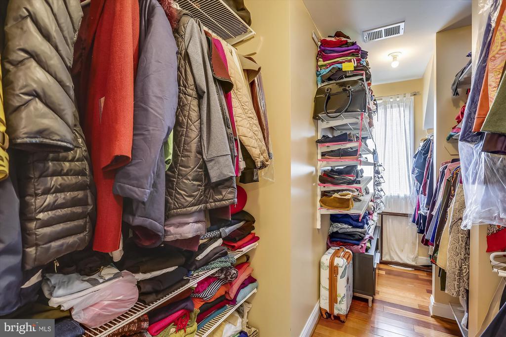 Master Bedroom Walk In Closet - 4914 BANGOR DR, KENSINGTON