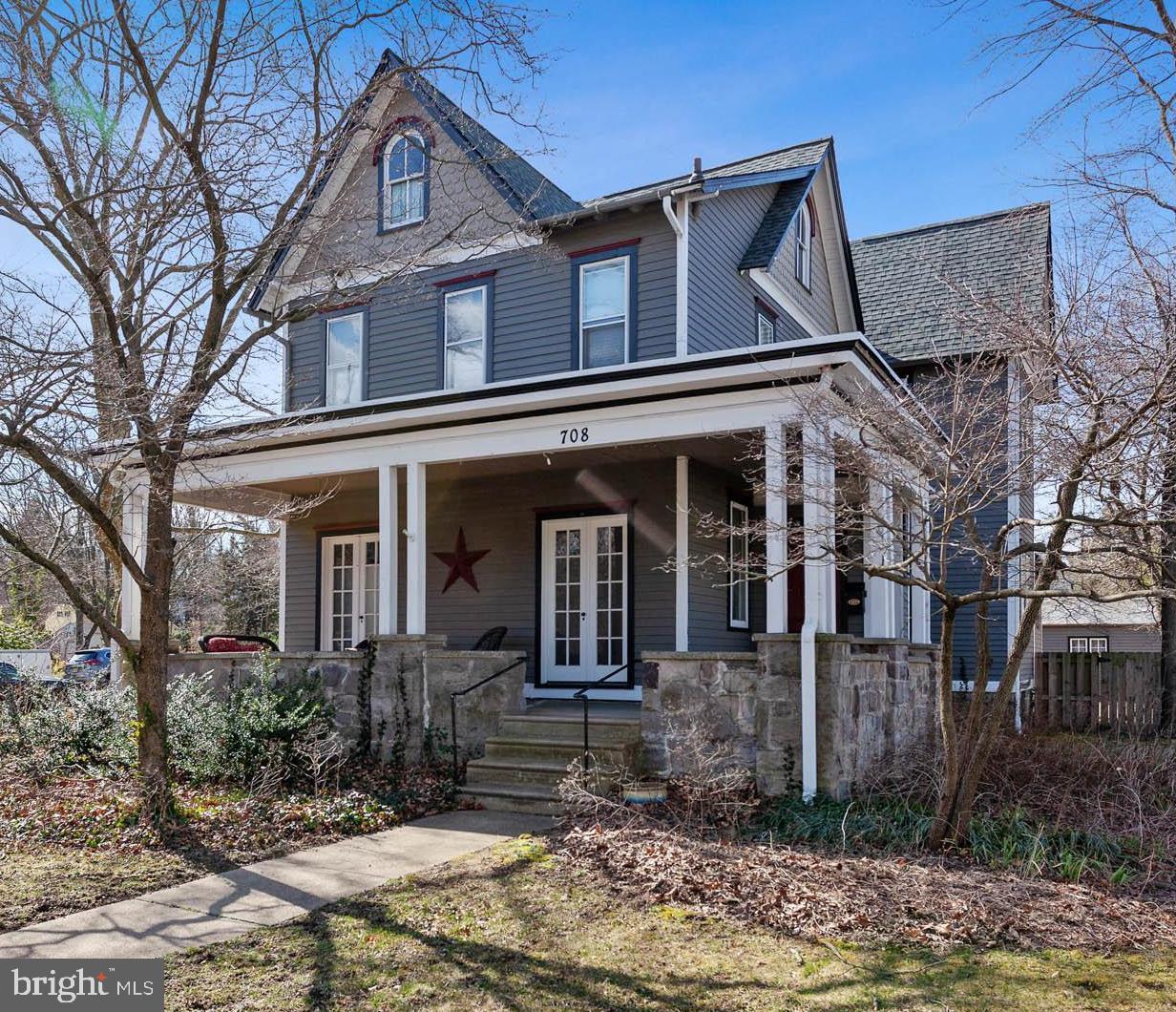 Частный односемейный дом для того Продажа на 708 MAIN Street Riverton, Нью-Джерси 08077 Соединенные Штаты