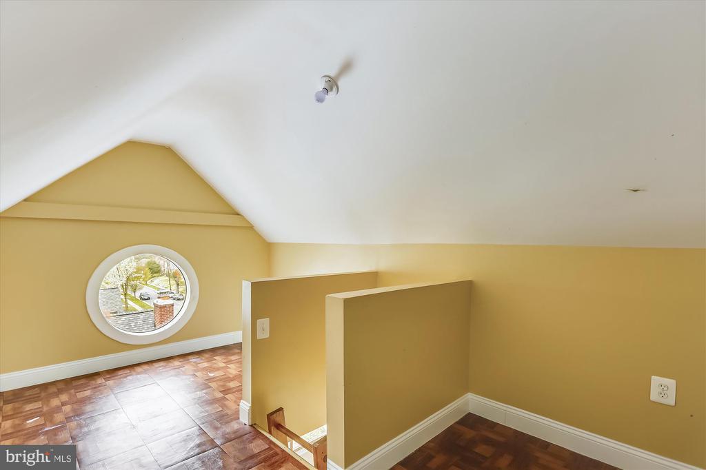 Loft above bedroom - 4914 BANGOR DR, KENSINGTON