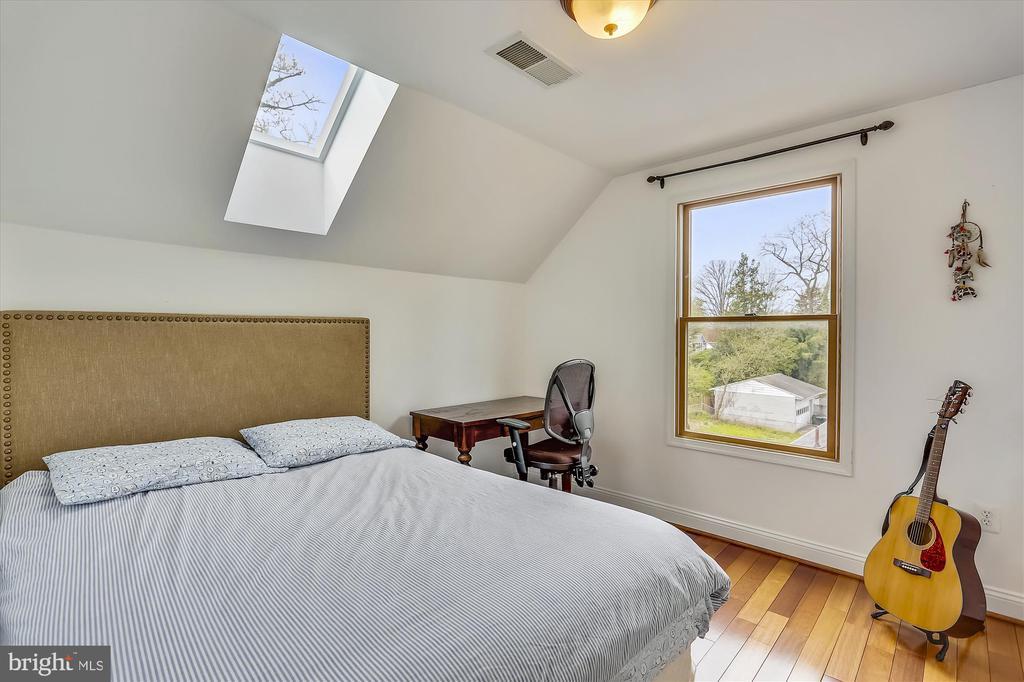 Upper Level Bedroom #2 - 4914 BANGOR DR, KENSINGTON