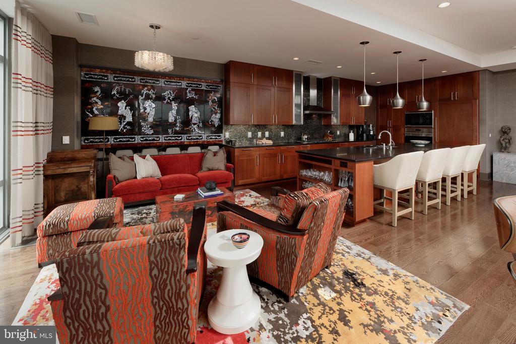 Sitting area adjoins kitchen, also breakfast area - 601 N FAIRFAX ST #316, ALEXANDRIA