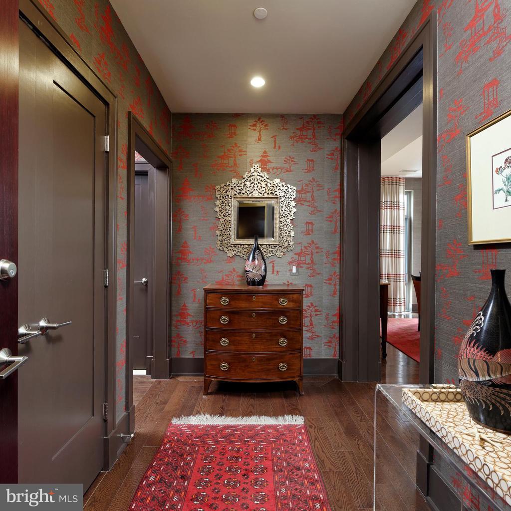 A welcoming foyer w/hardwood floors & large closet - 601 N FAIRFAX ST #316, ALEXANDRIA