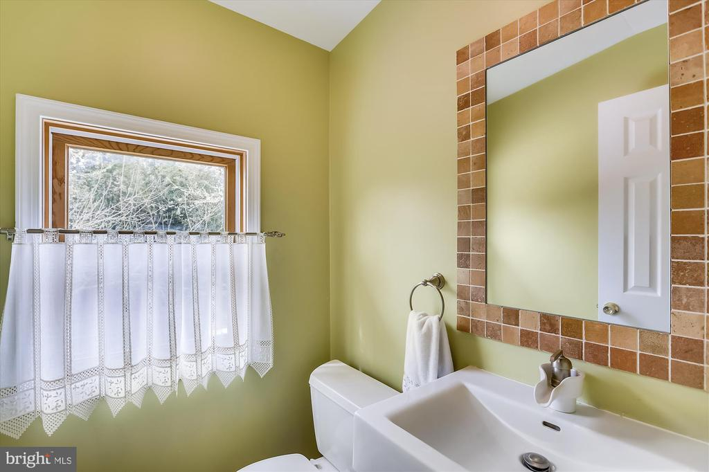 Upper Level Half Bath - 4914 BANGOR DR, KENSINGTON