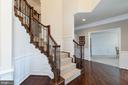 2-story Foyer with upgraded staircase - 24436 PERMIAN CIR, ALDIE