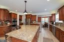 Huge prep island and breakfast bar - 24436 PERMIAN CIR, ALDIE