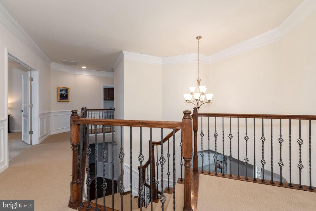 Large open Upstairs Hallway with upgraded carpet - 24436 PERMIAN CIR, ALDIE