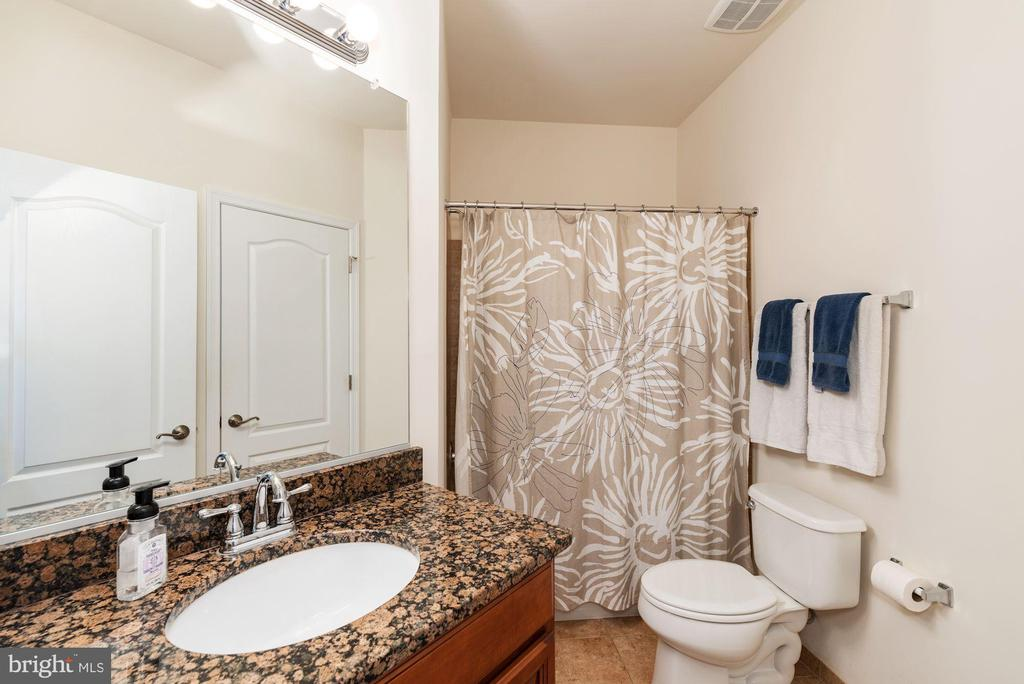 Upgraded Full Bath connects to In-law Suite - 24436 PERMIAN CIR, ALDIE