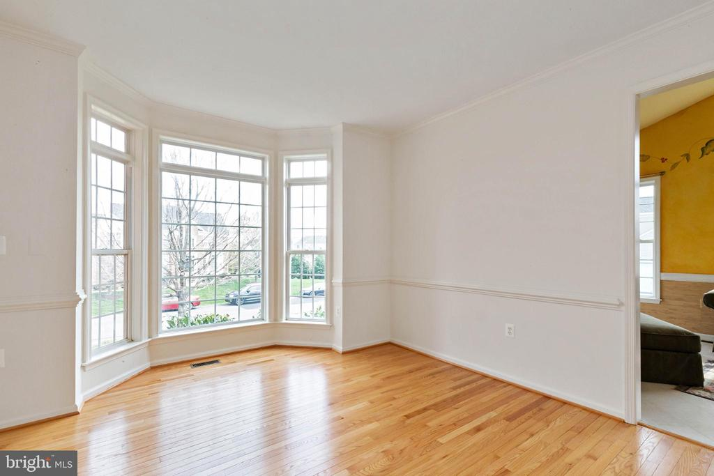 dining room with bay window.  Hardwood floors. - 44267 OLDETOWNE PL, ASHBURN