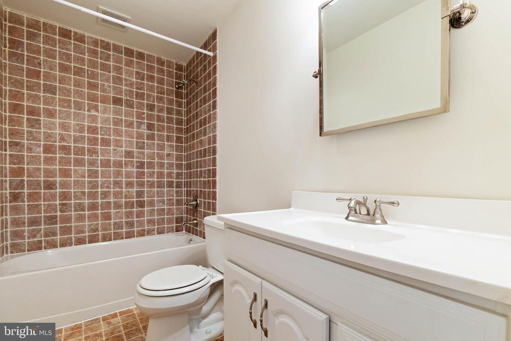 Lower Level full bath - 44267 OLDETOWNE PL, ASHBURN
