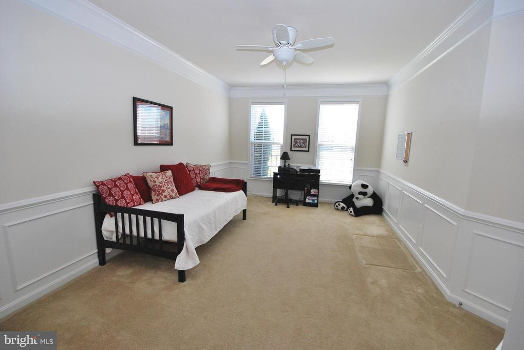 Main level In-law Suite or Children's Homework Rm - 24436 PERMIAN CIR, ALDIE