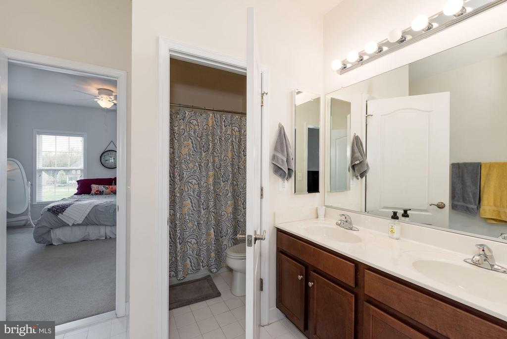 Jack and Jill Bath (BR#3 and BR#5) - 24436 PERMIAN CIR, ALDIE