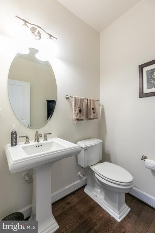 Powder Room - 15747 BASKERVILLE CT, LEESBURG