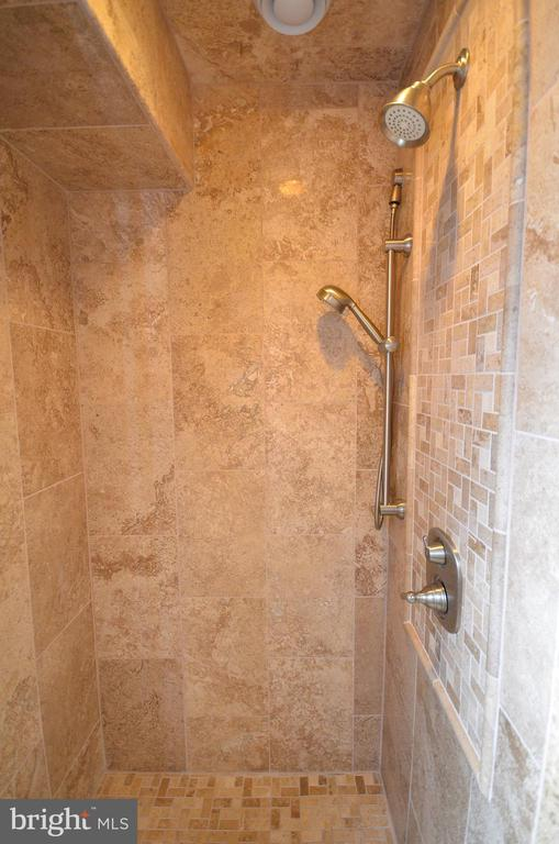 Master Bath Shower - 302 TRAMORE CT, STERLING