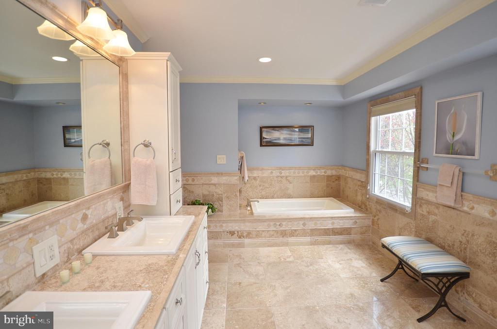 Master Bath - 302 TRAMORE CT, STERLING