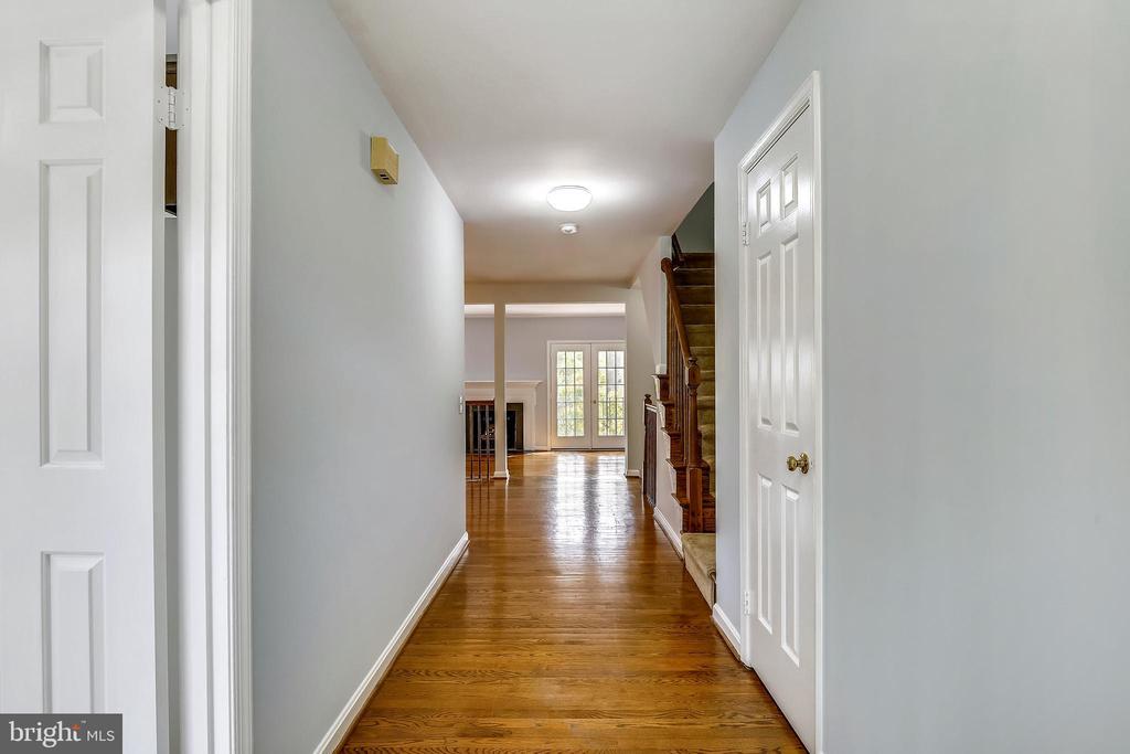 Front Hallway - 4507 4TH RD N, ARLINGTON