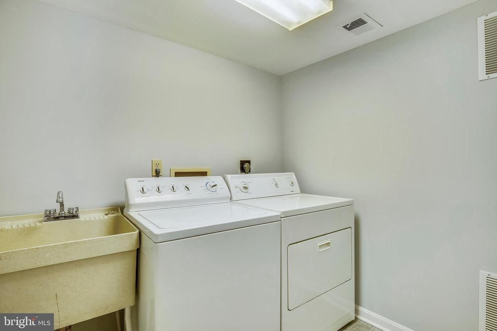 Separate Laundry Room - 4507 4TH RD N, ARLINGTON