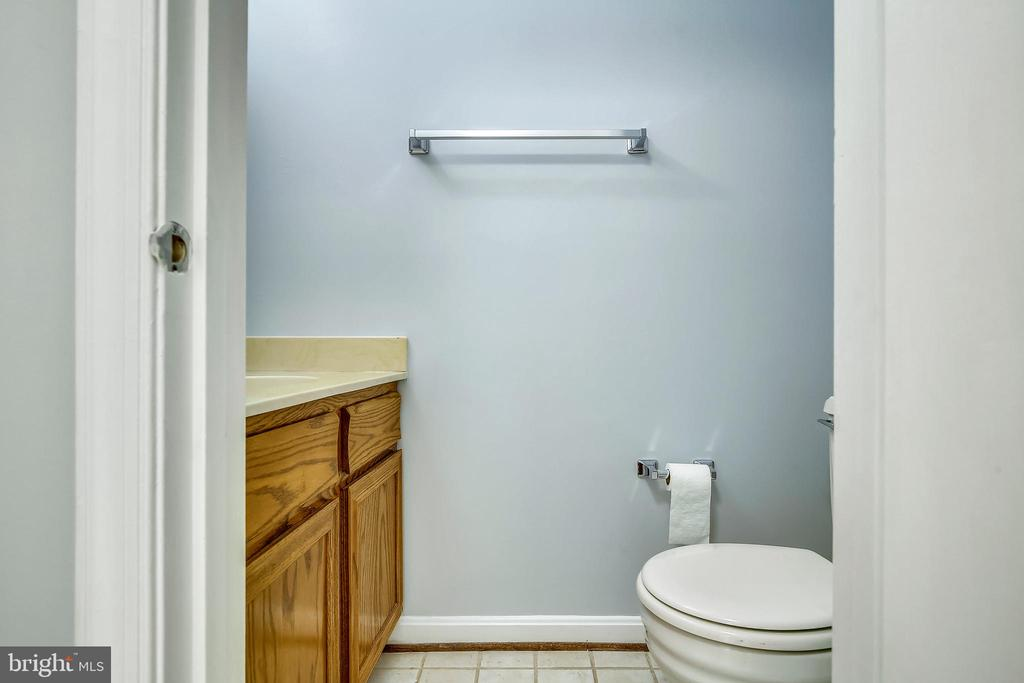 Main Floor Powder Room - 4507 4TH RD N, ARLINGTON