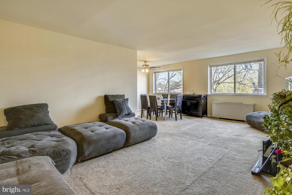 Living Room - 5111 8TH RD S #305, ARLINGTON