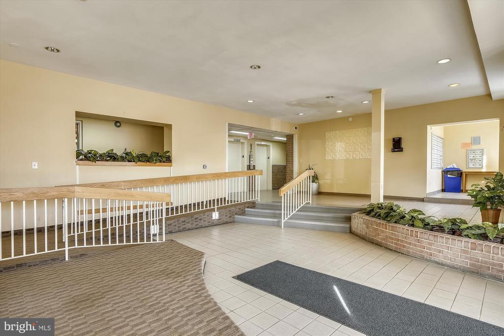 Lobby - 5111 8TH RD S #305, ARLINGTON