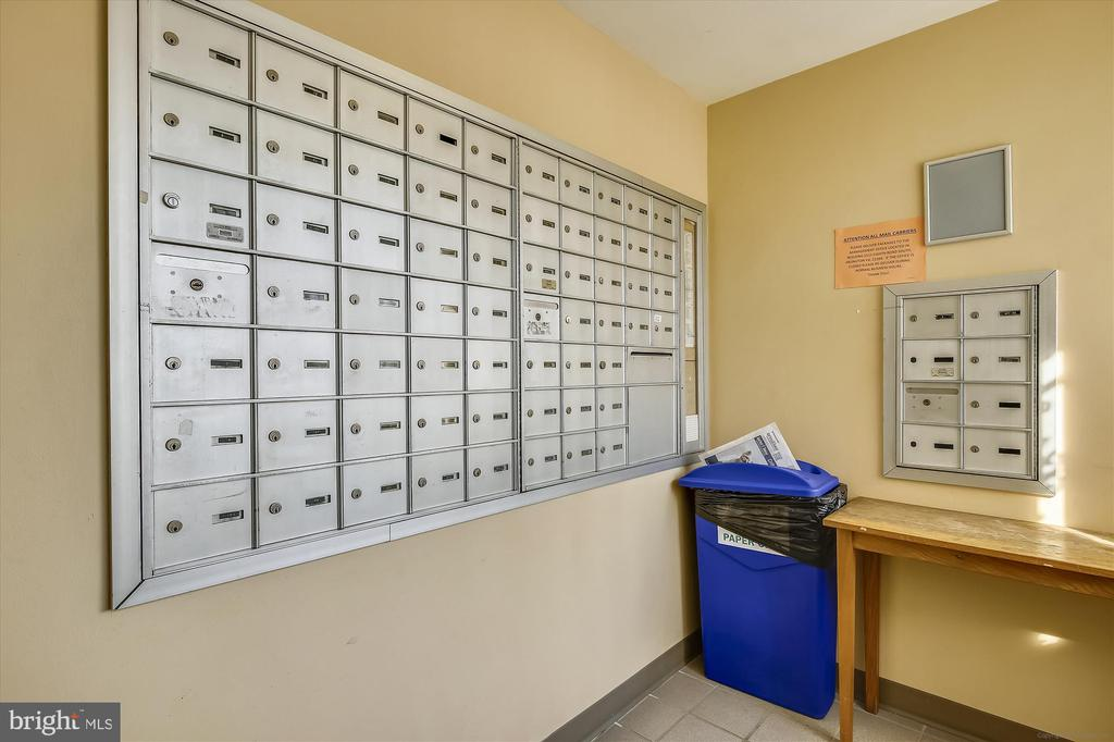 Mailboxes - 5111 8TH RD S #305, ARLINGTON