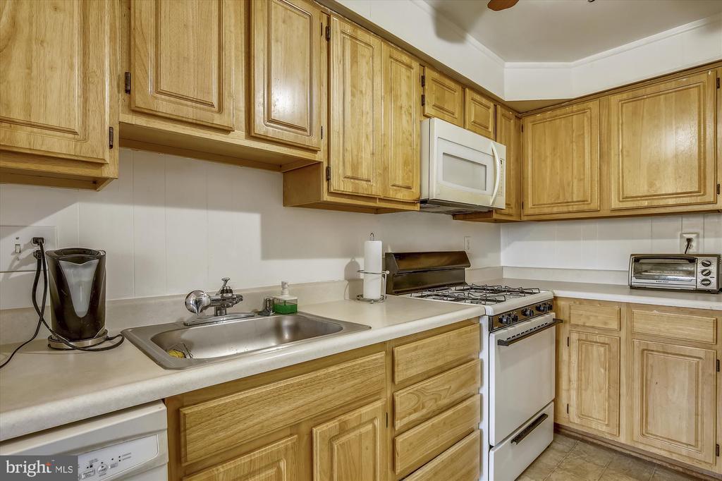 Kitchen - 5111 8TH RD S #305, ARLINGTON
