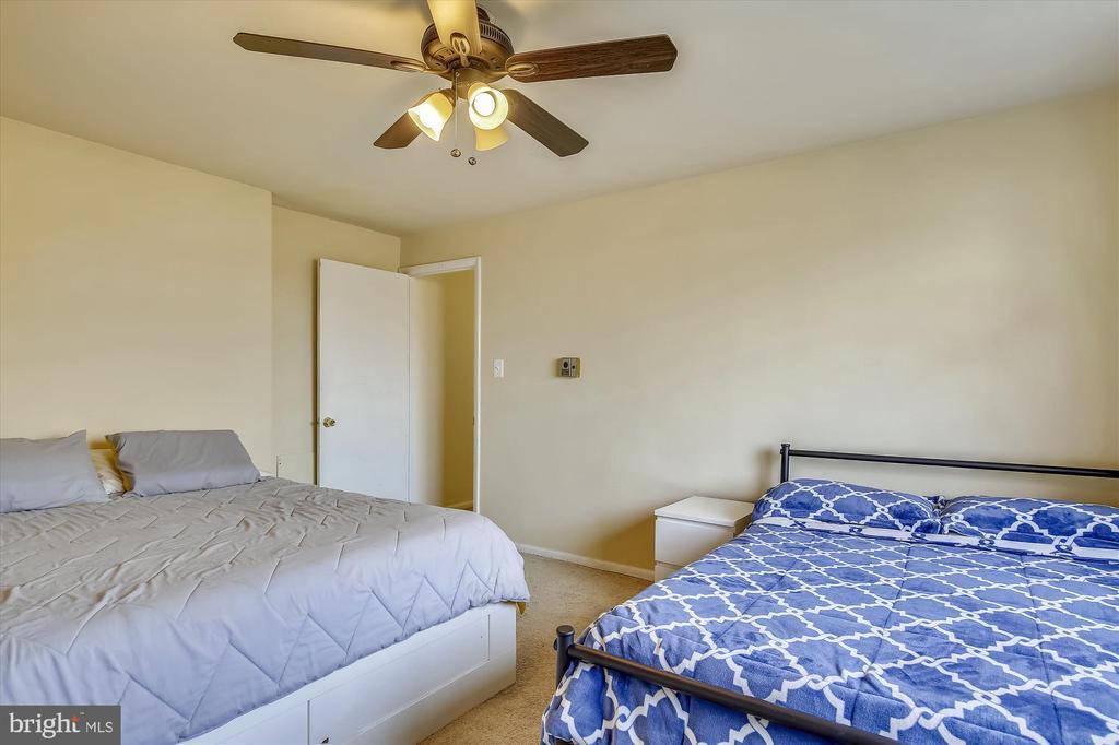 Spacious 1st Bedroom - 5111 8TH RD S #305, ARLINGTON