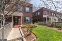 Detailed Landscaping w/ Defined Areas for Plants! - 517 N WEST ST, ALEXANDRIA