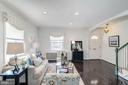 This Home is EXCEPTIONALLY LIGHT, BRIGHT, & SUNNY! - 517 N WEST ST, ALEXANDRIA