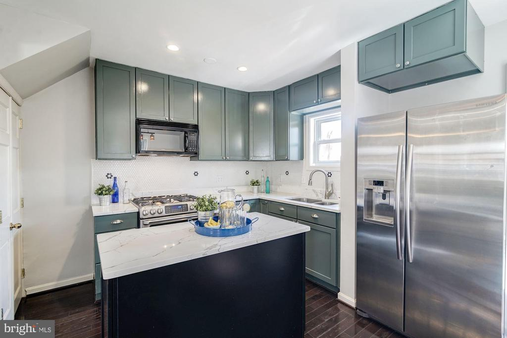 Kitchen - Stainless Steel Appliances - 517 N WEST ST, ALEXANDRIA