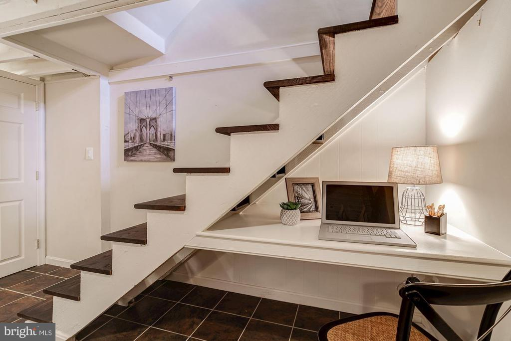 Floating Staircase - An Architect's Dream! - 517 N WEST ST, ALEXANDRIA
