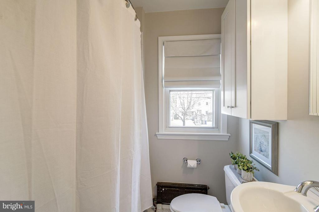 Master Bathroom with On-Trend White & Gray Colors! - 517 N WEST ST, ALEXANDRIA