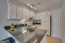 Plenty of counter space - 6072 DEER HILL CT, CENTREVILLE