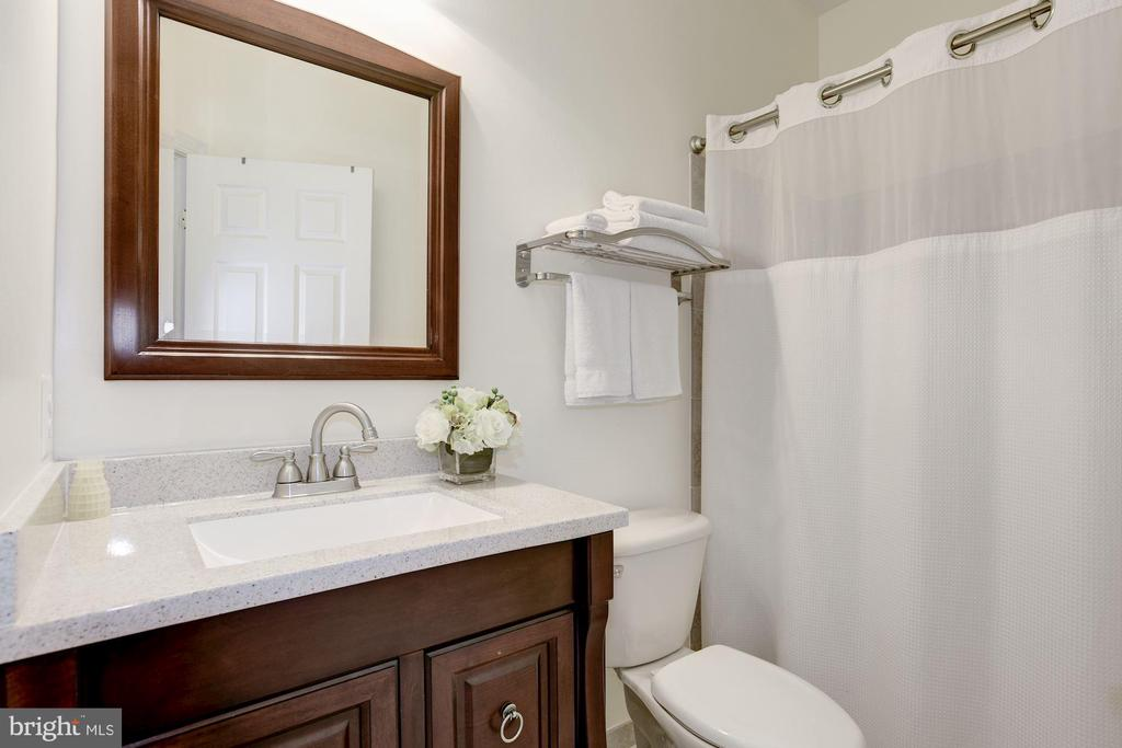 en suite Bath - 20258 ISLAND VIEW CT, STERLING