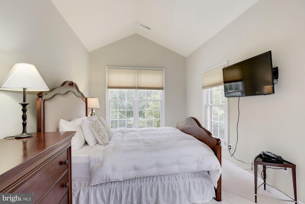 Bedroom 1 - 20258 ISLAND VIEW CT, STERLING