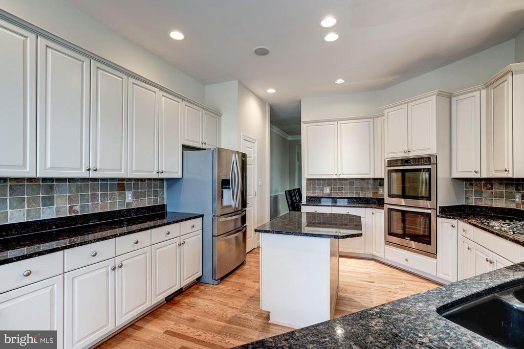Double ovens and new cooktop hood - 20258 ISLAND VIEW CT, STERLING