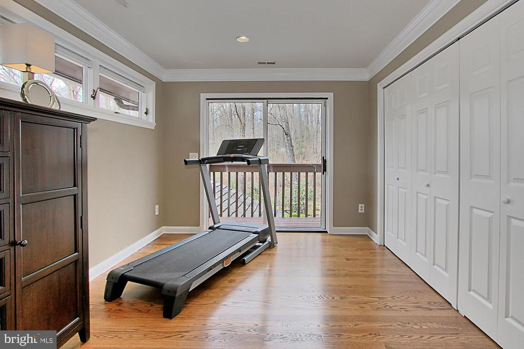 Master suite sitting/fitness area w deck - 8345 CATHEDRAL FOREST DR, FAIRFAX STATION