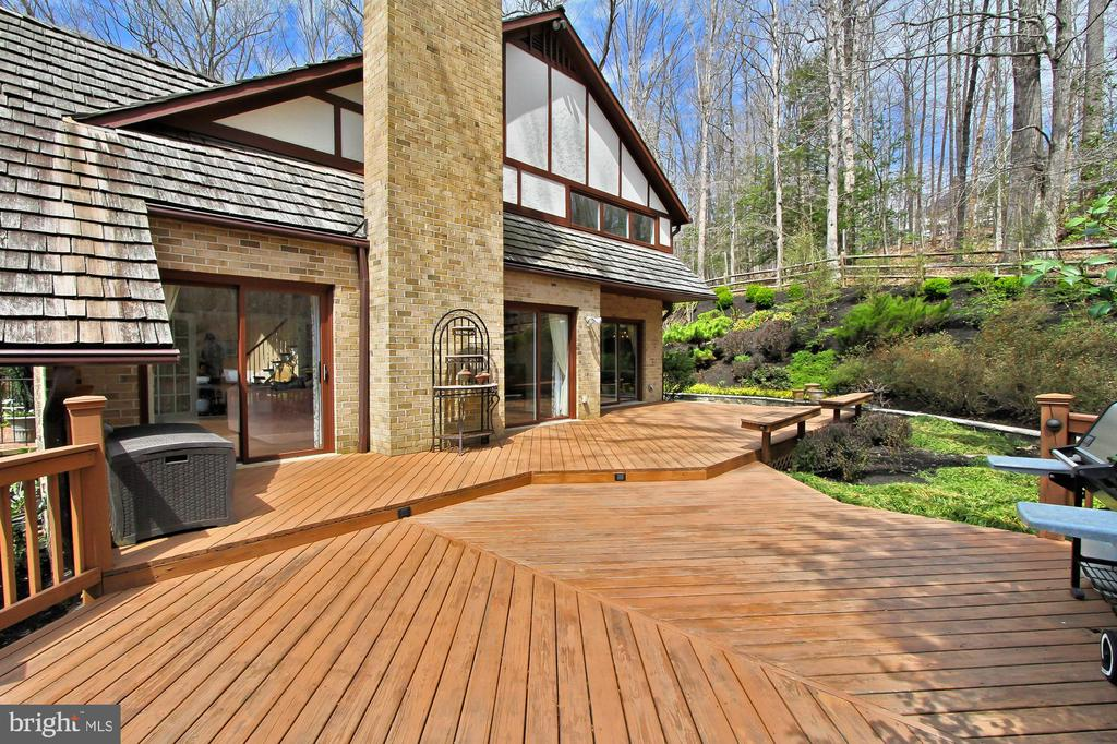Huge deck off the living and dining rooms - 8345 CATHEDRAL FOREST DR, FAIRFAX STATION