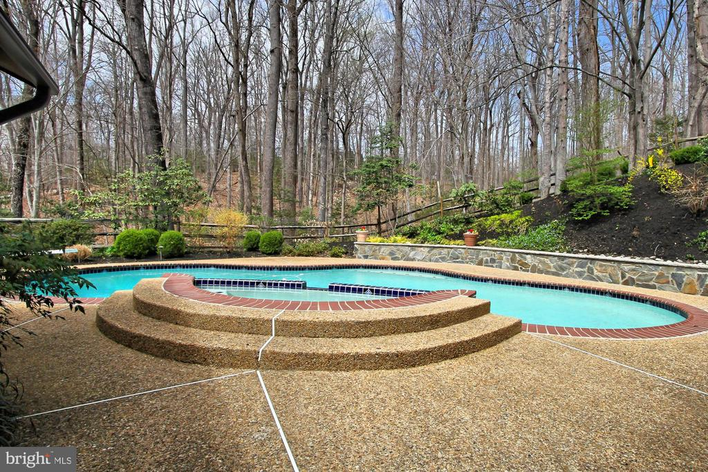 Back yard - 8345 CATHEDRAL FOREST DR, FAIRFAX STATION