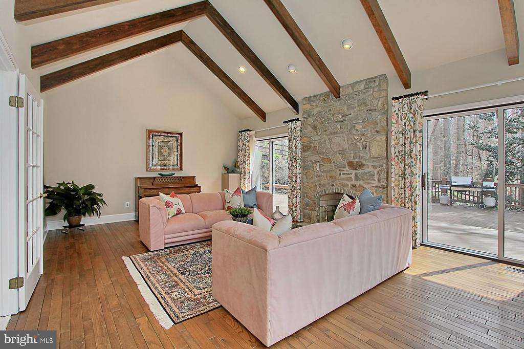 Elegant formal livingroom opens to private patio - 8345 CATHEDRAL FOREST DR, FAIRFAX STATION