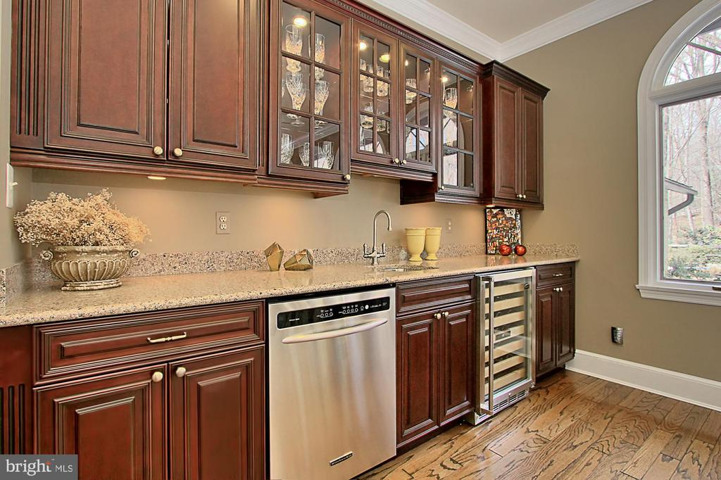 Perfect for entertaining - 8345 CATHEDRAL FOREST DR, FAIRFAX STATION