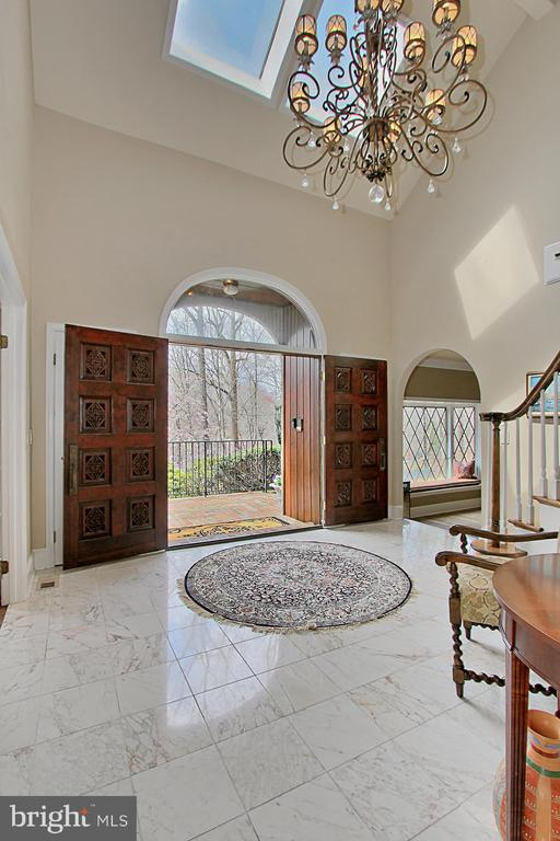 So much natural light throughout the home - 8345 CATHEDRAL FOREST DR, FAIRFAX STATION