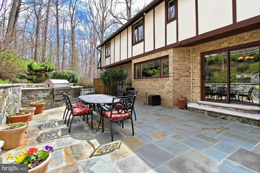 Who wouldn't want to live here> - 8345 CATHEDRAL FOREST DR, FAIRFAX STATION