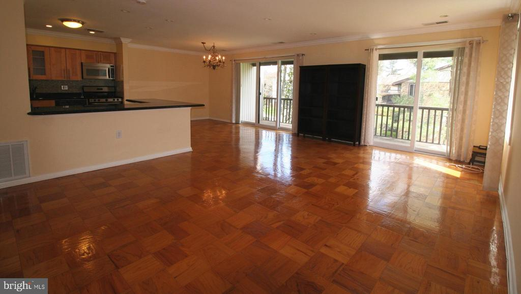 2 over-sized sliders to your private retreat - 10101 WINDSTREAM DR #6, COLUMBIA
