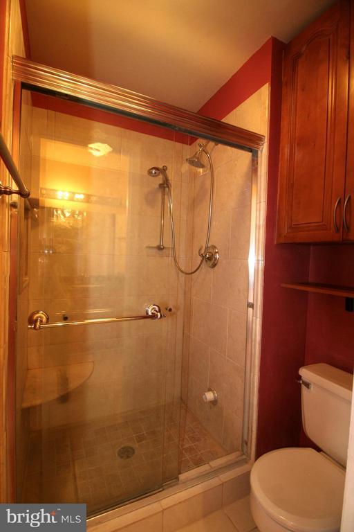 Crisp 'n clean master bathroom - 10101 WINDSTREAM DR #6, COLUMBIA