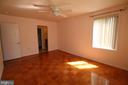 Smartly-sized master bedroom with private bath - 10101 WINDSTREAM DR #6, COLUMBIA