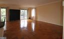 Uncrowed and sizeable living room - 10101 WINDSTREAM DR #6, COLUMBIA