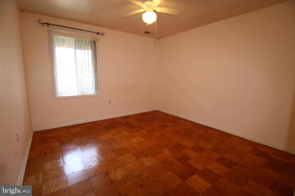 Soothingly styled 2nd bedroom - 10101 WINDSTREAM DR #6, COLUMBIA