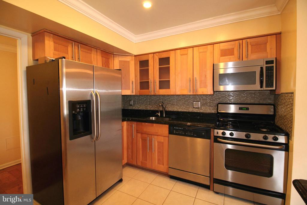 Airy & appetizing kitchen - 10101 WINDSTREAM DR #6, COLUMBIA