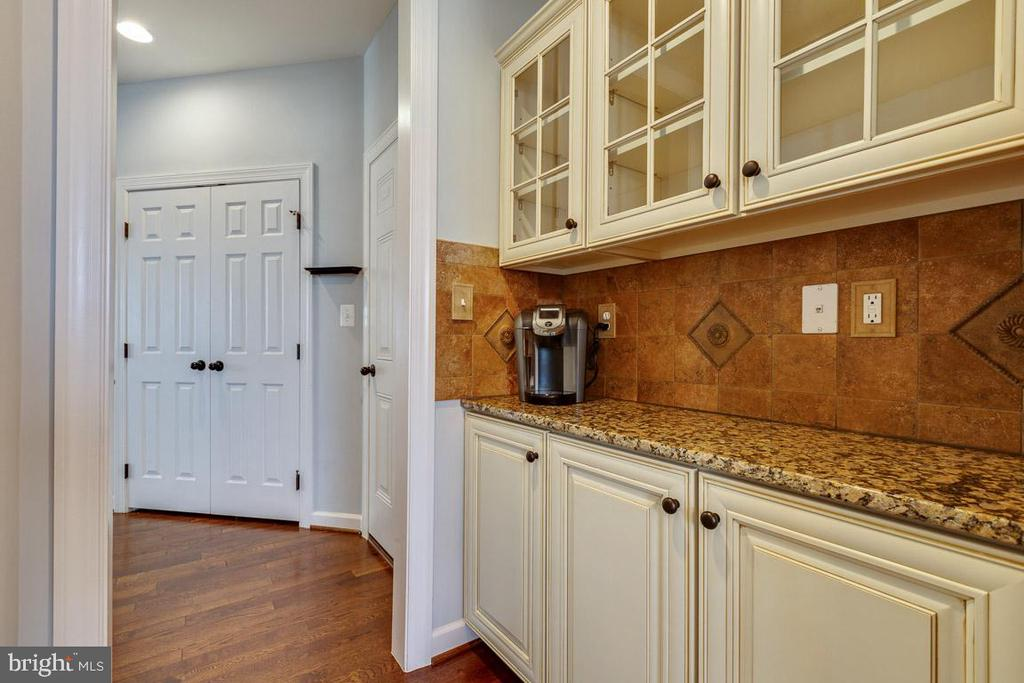- 21087 HOODED CROW DR, LEESBURG
